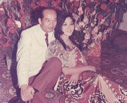 Nghệ sĩ Thẩm Thúy Hằng cùng chồng là TS Nguyễn Xuân Oánh. File photo.