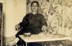 Cô Năm Cần Thơ, thời làm chủ quán Họa Mi. File photo.