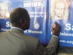 """Poster """"Nói không với bạo hành phụ nữ"""" do UNIFEM vận động. Photo courtesy of unifem.org"""