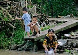 Nước không sạch thường là nguyên nhân của nhiều căn bệnh. RFA