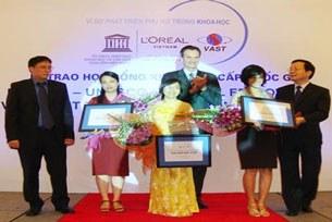 loreal-unesco-vn-2009-scholarship-305.jpg