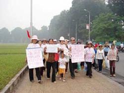 Dân oan Vũng Tàu khiếu kiện tập thể. Photo courtesy of honviet.co (2011)