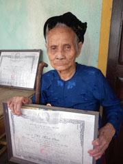 Nhiều trường hợp liệt sĩ bị quên lãng: Bà Nguyễn Thị Ngọc ở Quảng Nam với 2 tấm bằng liệt sĩ, 36 năm không được nhận chế độ. danviet.vn