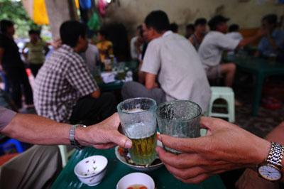 Rượu bia cũng là một nguyên nhân gây nạn bạo hành trong gia đình.