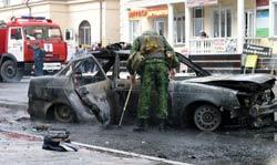 Một nữ đánh bom tự sát nổ tung mình trong một cuộc tấn công vào một xe cảnh sát trên đường phố chính của thủ đô Grozny của Chechnya hôm 16/9/2009. AFP
