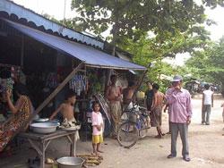 Làng nghèo Việt Nam ở Neak Luong bên bờ sông Mekong cách Phnompenh 70km về hướng đông. Photo by Nam Nguyen/RFA