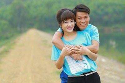 Chị Linh Châu cùng chồng, anh Nguyễn Văn Oai.