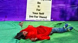 Ngoài những cuộc biểu tình các nhà hoạt động Ấn Độ còn dựng những hình ảnh trên đường phố để phản đối vấn đề bạo lực đối với phụ nữ ở New Delhi vào ngày 16 Tháng 12 năm 2014