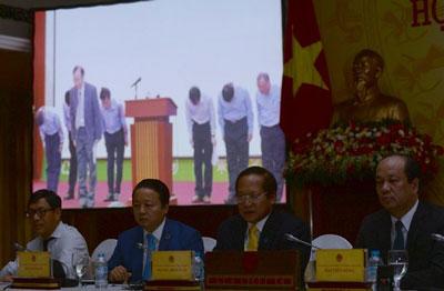 Các quan chức Việt Nam họp báo công bố lý do cá chết hàng loạt ở miền trung Việt Nam, tại Hà Nội vào ngày 30 Tháng Sáu năm 2016. AFP photo
