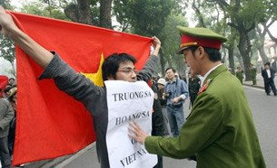 VnStudentProtestChinaTruongSa-305.jpg