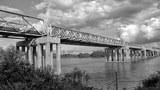 Cầu Hiền Lương - Sông Bến Hải - Vĩ tuyến 17, giới tuyến ngày xưa chia cắt 2 miền đất nước.