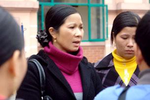 Chị Nguyễn Thị Thơm, mẹ của nữ sinh Nguyễn Thị Thanh Thúy. Source Vietnamnet