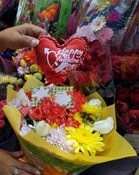Hoa dành cho Lễ Tình Yêu. AFP PHOTO.
