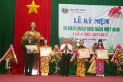Các Thầy Cô tại Gia Lai tổ chức Lễ Kỷ niệm Ngày Nhà Giáo Việt Nam 20/11. Photo courtesy gialai.gov.vn