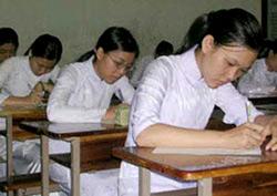 Sinh viên tại TPHCM đang làm bài thi. Photo courtesy of CGDT.