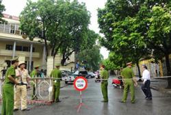 Cảnh sát giữ trật tự trong ngày diễn ra phiên xử TS Cù Huy Hà Vũ, ảnh minh họa. AFP