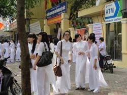 Học sinh trường THPT Việt Đức, Hà Nội trong ngày khai giảng năm học mới 05/9/2011. RFA photo