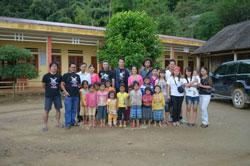 Thành viên nhóm No-U trong một lần làm từ thiện trước đây. Photo courtesy of No-U.