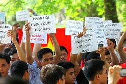 Giới trẻ Hà Nội trong một lần biểu tình chống Trung Quốc.