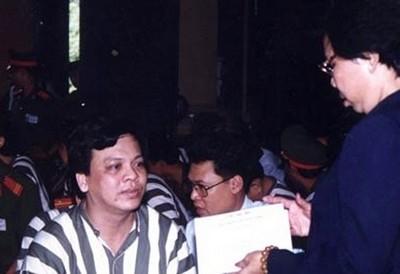 Ông Tăng Minh Phụng ngày chờ thụ án.