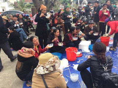 Đoàn dừng chân tại giáo xứ Yên Lý để dùng cơm và nghỉ trưa.