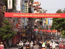 Băng rôn tuyên truyền cho ĐCSVN giăng khắp nơi ở Hà Nội. RFA photo