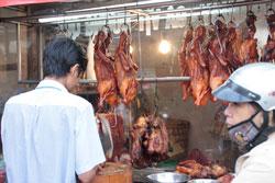 Giá thực phẩm chế biến tăng cao do lạm phát, ảnh chụp tháng 2-2011 tại quận Gò Vấp, TPHCM. RFA PHOTO.