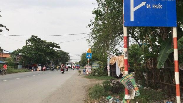 Người dân sinh sống quanh khu vực xử lý rác.
