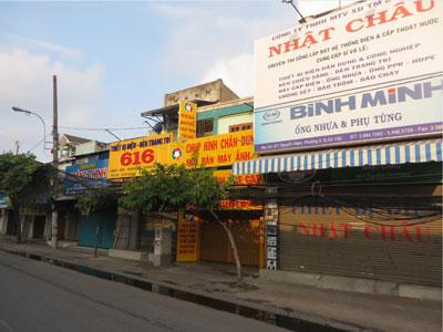 Đường Nguyễn Kiệm, phía sau sân bay Tân Sơn Nhất.