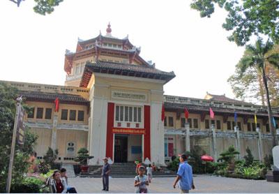 Bảo tàng lịch sử, nơi tụng ca và hô hào chiến công của chế độ cộng sản.