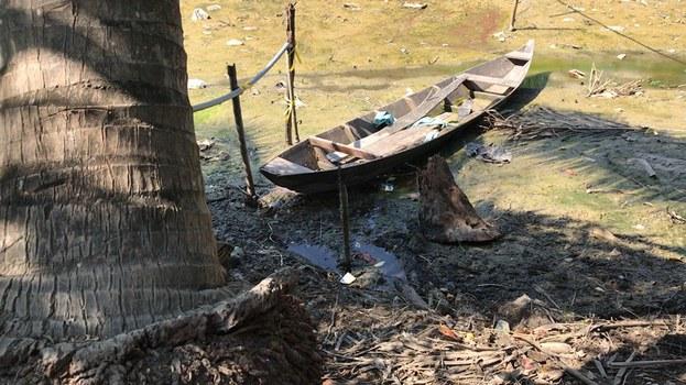 Con kênh chính tưới nước cho cánh đồng khô trơ đáy