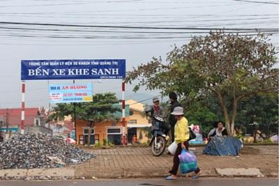 Ngày càng nhiều người dân nơi đây làm cửu vạn thồ hàng lậu vì mất mùa dẫn đến đói, nghèo. RFA PHOTO.