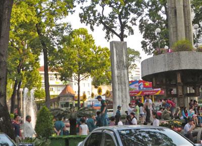 Thanh niên xung phong giữ an ninh ngăn chặn biểu tình tại Hồ Con Rùa, Sài Gòn