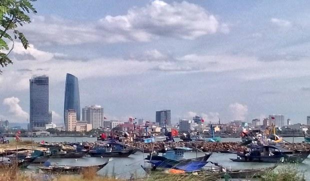 Thành phố Đà Nẵng nhìn từ làng chài Mân Thái
