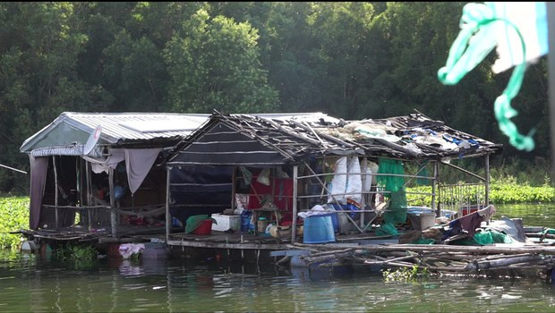 Không có giấy tờ, những đứa trẻ sống tại đây không được đến trường