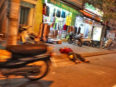 Một đạo tặc vừa bị đánh hội đồng trên đường phố
