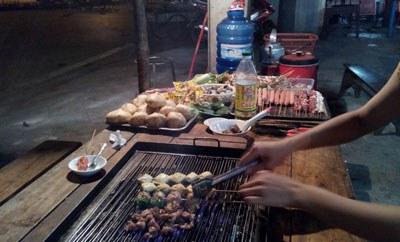 Đa số các món nướng tự chọn đều có nguồn gốc Trung Quốc. RFA PHOTO.