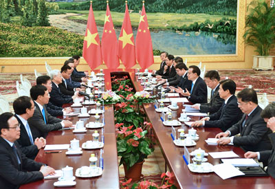 Thủ tướng Trung Quốc Lý Khắc Cường gặp Tổng bí thư đảng cộng sản Việt Nam Nguyễn Phú Trọng tại Bắc Kinh ngày 13 tháng một năm 2017.