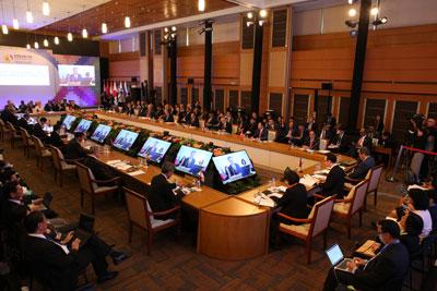 Bộ trưởng Ngoại giao Philippines Allan Peter Cayetano phát biểu khai mạc Hội nghị Bộ trưởng Ngoại giao Đông Á lần thứ 7 và các đối tác đối thoại trong khuôn khổ Diễn đàn an ninh khu vực các nước ASEAN ngày 7 tháng 8 năm 2017.
