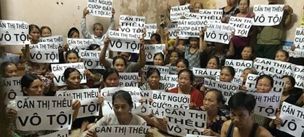 Dân oan bảo vệ bà Cấn Thị Thêu