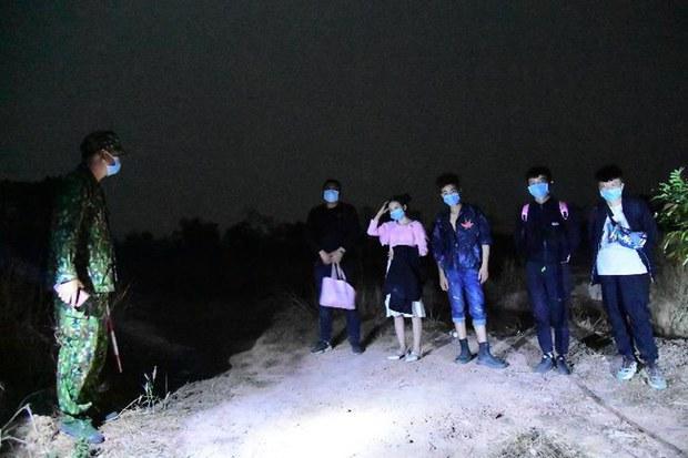 Năm người Trung Quốc vượt biên trái phép bị bắt ở Bình Phước
