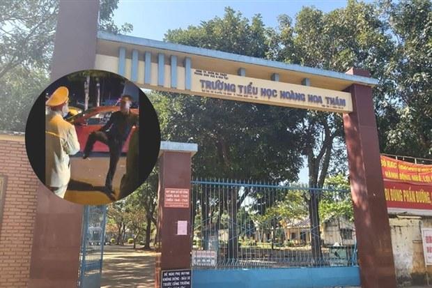 Thầy giáo tát học sinh, thách thức cảnh sát giao thông bị cấm giảng dạy 2 tuần