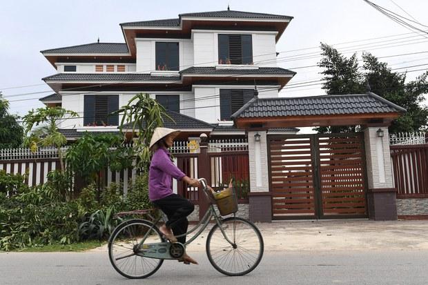 ADB cảnh báo rủi ro bong bóng bất động sản ở Việt Nam trong khi Chính phủ nói đã kiểm soát được tình hình