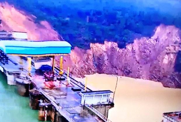 Khoảng 5000 m3 đất đá sạt lở ở Thủy điện Hương Điền