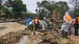 Lực lượng cứu nạn cứu hộ tìm thấy thi thể 1 nữ du khách dưới sông Đa Nhim, do bị lũ cuốn trôi chiều ngày 29/11/20.