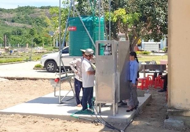 Úc giúp cung cấp nước uống an toàn cho dân vùng lũ miền Trung