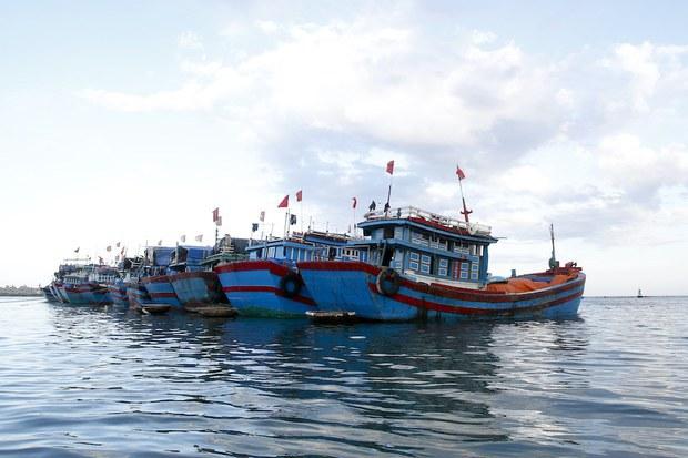 Cà Mau phát hiện 2 tàu cá chở 72 người nhập cảnh trái phép từ Malaysia