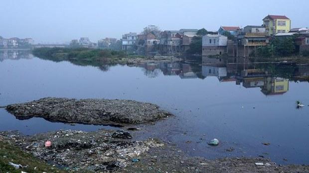 Sông Cầu ô nhiễm nặng nề vì nước thải nhà máy, có đoạn bị cạn kiệt vì đập thủy điện