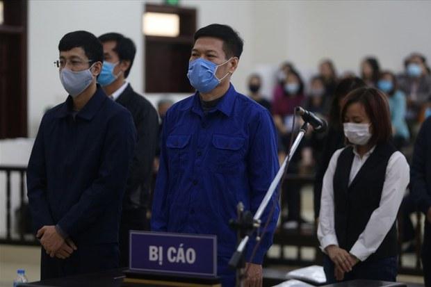 Cựu Giám đốc CDC Hà Nội Nguyễn Nhật Cảm và đồng phạm tiếp tục hầu toà ngày 24/6