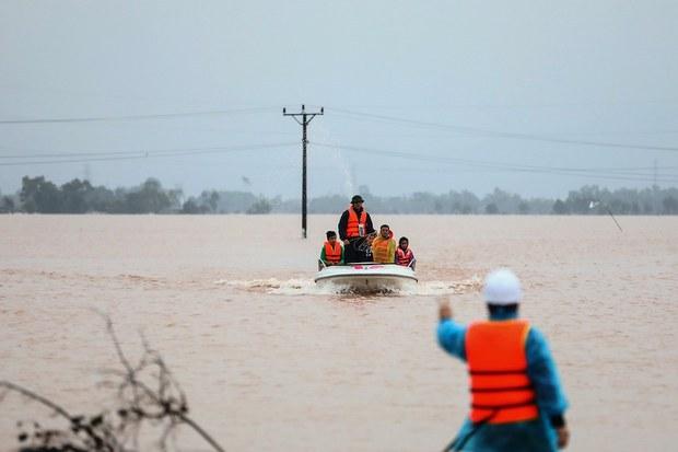 Bão số 3: Mưa lớn kéo dài và lũ ở Bắc bộ Việt Nam